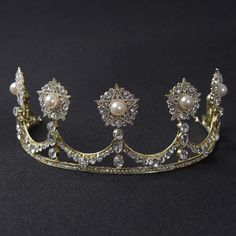 """This is a great copy of the """"Dutch Button"""" Tiara"""