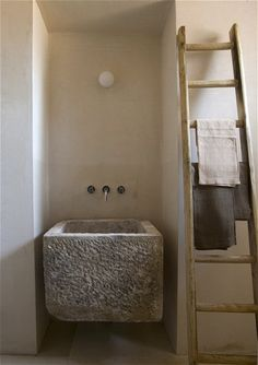bagno rustico lavabo in pietra