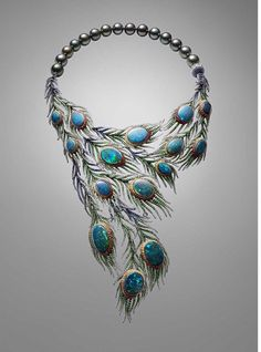 OPAL ASSYMETRY Strutting her feather in 2014 the Alessio Boschi Plumes necklace takes the peacock tail as its inspiration and uses 15 black opals as the centrepieces of cascading and movable feathers. Black Opal Jewelry, Fine Jewelry, Silver Jewellery, Silver Earrings, Jewelry Making, Peacock Jewelry, Peacock Necklace, Opal Necklace, Fringe Necklace