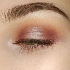 Rose shimmer shadow.