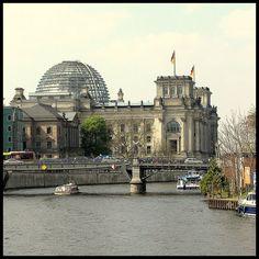 @mamatea_de loves the design of Deutscher Bundestag, Das Reichstagsgebäude, Berlin.
