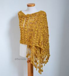 Basilia crochet wrap by Berniolie, featured on Crafts from the Cwtch Crochet Shawls And Wraps, Crochet Scarves, Crochet Clothes, Crochet Hooks, Gilet Crochet, Crochet Stitches, Knit Crochet, Shawl Patterns, Knitting Patterns