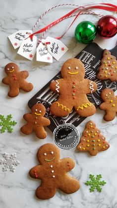 The best 30 Easy Christmas Cookies Recipes that you should bake this year. From sugar cookies to the gingerbread man, shortbread to eggnog, all the popular Gingerbread Man Cookies, Christmas Gingerbread, Noel Christmas, Christmas Goodies, Holiday Cookies, Holiday Treats, Christmas Treats, Simple Christmas, Gingerbread Men