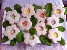 Carini vero? Sembra un prato fiorito. Ho visto questo antipasto in vari blog, mi è piaciuto tanto e l'ho subito preparato, è così simpatico e buono, in att