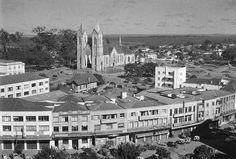 Centro de Londrina, catedral e praça Willie Davis do lado