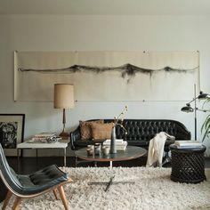aménagement du salon mixte rétro et moderne à canapé capitoné