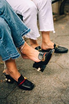 Gucci loafers are always the answer – New York City Fashion Styles Gucci Tshirt, Look Fashion, Womens Fashion, Fashion Trends, Fall Fashion, Look Zara, Looks Style, My Style, Shoes 2018