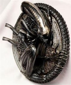 Alien wall-plaque... awesome! I'll replace my mirror with this and feel like a badass every morning!