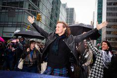 Outlander's Sam Heughan Wears a Kilt to Lead New York's Tartan Day Parade