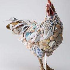太平-諌鼓鶏 撮影:小沢朋範 #西ノ宮佳代 #kayonishinomiya #mosaic  #mosaico #mosaicart #mosaicartist #chicken #bird #birdart #stone #stoneart #鳥 #鶏 #にわとり  #DOMANI明日展 #明日展 #モザイクアート #モザイクタイル #モザイク #タイルアート#モザイク画 #オブジェ #彫刻