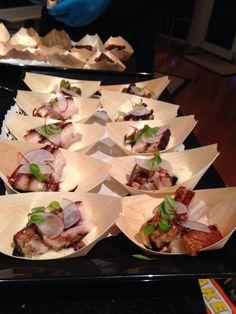 Sous vide pork belly on cauliflower purée - Concept catering Tas