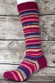 Rikkaruohoelämää: Jokunen villasukka jälleen Kissa, Knitting Socks, Knit Socks, Heaven, Tutorials, Sky, Heavens, Paradise