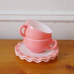 vintage teacups in a wonderful shade of pink. Hazel Atlas Pink Crinoline ♥