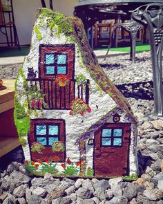 painting hause painting,hause painting hause painting, Merrifield House is one that the fairies will flock to. House measures approximately tall. Easy-garden-and-outdoor-rock-painting-ideas Photo Made by Moni painted rock fairy house red roof and dog Pebble Painting, Pebble Art, Stone Painting, House Painting, Rock Painting Ideas Easy, Rock Painting Designs, Stone Crafts, Rock Crafts, Rock And Pebbles