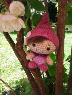 Los mundos de Esthercita: El duende de los sueños Christmas Ornaments, Holiday Decor, Crochet, Home Decor, Sweet Dreams, Elves, Crocheting, Amigurumi, Decoration Home