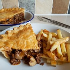 Recipe: Homemade Minced Beef and Mushroom Pie - Eat Explore Etc - Receipes - Pie Recipes Minced Beef Pie, Minced Beef Recipes, Minced Meat Recipe, Healthy Beef Recipes, Meat Recipes, Cooking Recipes, Budget Recipes, Savoury Recipes, Recipies