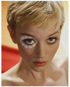 Mod Makeup, 1960s Makeup, Retro Makeup, Makeup Art, Beauty Makeup, Hair Makeup, Makeup Eyes, Haircut For Older Women, Spring Makeup