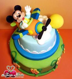 Mickey in the clouds Mickey And Minnie Cake, Bolo Mickey, Mickey Cakes, Minnie Mouse Cake, Mickey Party, Disney Themed Cakes, Foto Pastel, Disney Dishes, Friends Cake