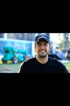 Luke Bryan ! Luke Bryan! Luke Bryan! Absolute favorite country singer