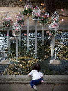 """Montaje efímero para el """"Temps de Flors"""" de Girona. Exposició de Flors, monuments, patis i jardins, 2012. Diseño y montaje: Eva Pratdesaba y Nidia Camacho."""