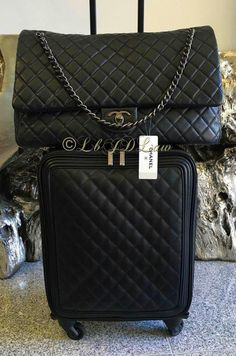 Chanel Handbags 2017, Best Handbags, Prada Handbags, Louis Vuitton Handbags, Fashion Handbags, Fashion Bags, Chanel Bags, Chanel Luggage, Burberry Handbags