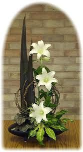 ✿ ❤ Ikebana, Simple and Elegant Madonna Lilies Flower Arrangement for Easter. From a designer in the U. Easter Flower Arrangements, Ikebana Flower Arrangement, Ikebana Arrangements, Easter Flowers, Tropical Floral Arrangements, Flowers Garden, Contemporary Flower Arrangements, Beautiful Flower Arrangements, Beautiful Flowers