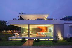 Casa Blanca by Martin Dulanto Sangalli | HomeAdore