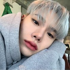 Find images and videos about fashion, cute and boy on We Heart It - the app to get lost in what you love. Cute Asian Guys, Cute Korean Boys, Asian Boys, Cute Girls, Korean Boys Ulzzang, Ulzzang Couple, Ulzzang Boy, Bad Boy, Boy Or Girl