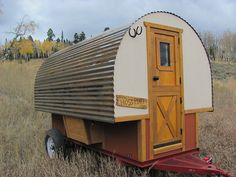 """Hoss Port Sheep Wagons bring western camping to the mainstream in these custom made 12 foot long campers."" If this had wooden wheels it would fit right in on our ranch ; Gypsy Trailer, Teardrop Trailer, Teardrop Campers, Tiny Trailers, Camper Trailers, Rv Campers, Travel Trailers, Truck Camping, Camping Hacks"