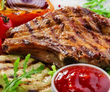 Ribeye pork chops can be cooked many different ways. Try tender baked pork chops, moist ribeye pork chops braised in their juices or grill them with a marinade. Pork Ribeye Chops Recipe, Beef Steaks, Cetogenic Diet, Eat More Chicken, Loin Chops, Juicy Steak, Pepper Steak, How To Grill Steak, Planks