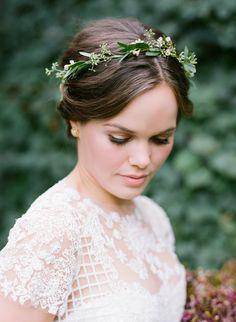 (notitle) - Hochzeit Make-up & Haar Inspo - - Blumenkranz Haare - Simple Flower Crown, Flower Crown Bride, Bride Flowers, Bridesmaid Flowers, Flowers In Hair, Flower Crowns, Fall Flower Crown, Pink Flowers, Bridesmaids