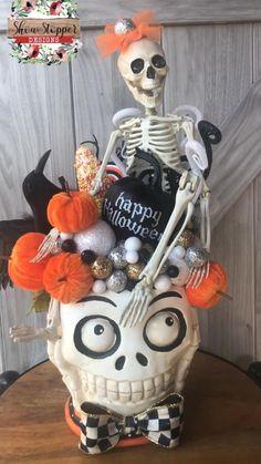 Halloween Fabric Crafts, Halloween Yard Art, Creepy Halloween Decorations, Halloween Trees, Halloween Projects, Halloween Skull, Vintage Halloween, Halloween Pumpkins, Happy Halloween