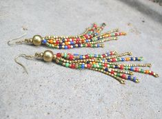 beaded earrings making Handmade Wire Jewelry, Beaded Jewelry Designs, Seed Bead Jewelry, Earrings Handmade, Handmade Beads, Seed Beads, Beaded Earrings Patterns, Beaded Tassel Earrings, Beading Patterns