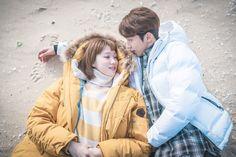 Joon Hyung & Bok Joo ♥ [Nam Joo Hyuk & Lee Sung Kyung] ♥                      <역도요정 김복주> 이성경-남주혁, 딱걸렸어~ '바닷가 데이트' 현장 이미지-1