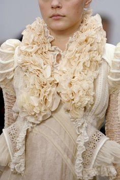 Balenciaga at Paris Fashion Week Spring 2006 - Details Runway Photos Couture Fashion, Fashion Art, High Fashion, Fashion Design, Paris Fashion, Spring Fashion, Daphne Guinness, Couture Details, Fashion Details