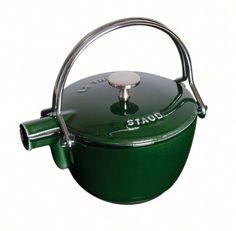Staub Teekanne/Wasserkessel, rund (16,5 cm, 1,15 L mit mattschwarzer Emaillierung Im Inneren des Kessels) grenadine: Amazon.de: Küche & Haushalt