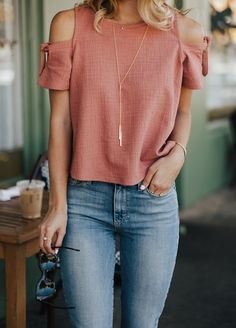 Coral cold shoulder top & lace up booties livvyland best bea Spring Summer Fashion, Spring Outfits, Trendy Outfits, Cute Outfits, Casual Chic, Casual Wear, Modern Tops, Elegantes Outfit, Lace Up Booties