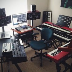 The Effective Pictures We Offer You About high end Audio Room A quality picture can tell you . Home Recording Studio Setup, Home Studio Setup, Studio Gear, Audio Studio, Music Studio Room, Home Music Rooms, Ideas Habitaciones, Audio Room, Room Planning