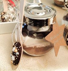 Minden évben készítek karácsonyra gasztroajándékokat, bonbonokat, kézműves lekvárokat, kekszeket, írókás mézeskalácsokat .....stb. A... Chocolate Jar, Gourmet Gifts, Xmas, Christmas, Diy Gifts, Diy And Crafts, Food And Drink, Presents, Pudding