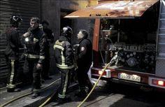 A fuoco un palazzo a Barcellona: 2 morti e 14 feriti http://tuttacronaca.wordpress.com/2014/01/17/a-fuoco-un-palazzo-a-barcellona-2-morti-e-14-feriti/