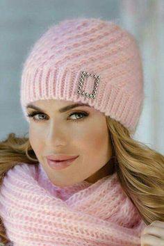 d77ebd7174f 2072 najlepších obrázkov z nástenky knitting dámske pletené čiapky v ...