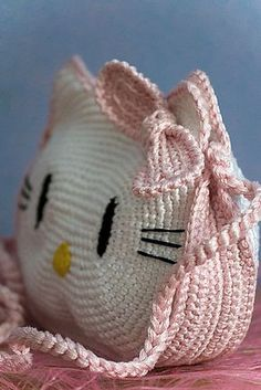 crochet Hello Kitty purse, pattern for sale on ravelry Mala Hello Kitty, Crochet Hello Kitty, Chat Hello Kitty, Hello Kitty Purse, Cat Purse, Cute Crochet, Crochet For Kids, Crochet Crafts, Crochet Toys