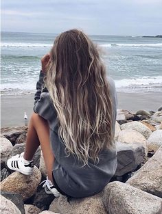 The first thing that comes to my mind when we talk about shade is the beautiful color of the cycles between the hair. The shaded hair colors, which have reached. Foto Casual, Insta Photo Ideas, Photos Tumblr, Tumblr Girls, Cute Photos, Hair Cuts, Hair Beauty, Beauty Makeup, Photoshoot