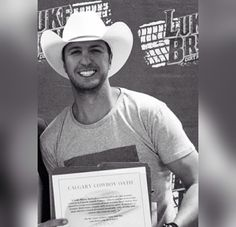 Omg rare look! Luke in a cowboy hat and not a ball cap lol. Tbh it's on of the sexiest things I've seen in a long time.