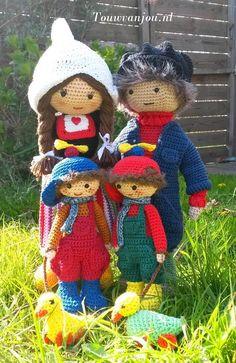 Crochet pattern complete peasant family by Touwvanjou on Etsy ☆ Crochet Owls, Crochet Doll Pattern, Knitting Patterns, Crochet Patterns, Knitted Dolls, Amigurumi Toys, Beautiful Crochet, Lana, Projects To Try