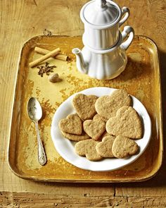 Würzige Dinkel-Glückskekse Rezept - SONNENTOR.com Dog Food Recipes, Cereal, Sweet Treats, Sweets, Vegan, Cookies, Baking, Dinner, Breakfast