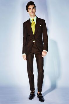 See all the Collection photos from Tom Ford Spring/Summer 2018 Menswear now on British Vogue Male Fashion Trends, Fashion Week, Fashion Show, Fashion Guide, Tom Ford Men, Tom Ford Herren, Versace, Frack, Vogue Paris