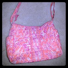 Vera Bradly Cross Body Nearly new Vera Bradley cross body purse. Great addition to any closet. Perfect for summer! Cell phone locket on the side for easy access to your phone Vera Bradley Bags Crossbody Bags