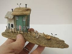 Scrap Wood Crafts, Driftwood Crafts, Wooden Crafts, Wood Animals, Sea Crafts, Beach Wood, Wooden Picture, Timber House, Salvaged Wood