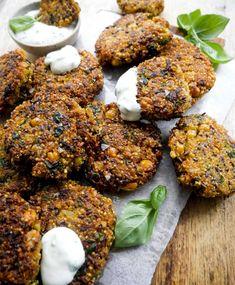 Quinoadeller – Opskrift på quinoa frikadeller med kikærter Vegetarian Recipes Dinner, Dinner Recipes, Healthy Recipes, Quinoa, Tandoori Chicken, Healthy Eating, Healthy Food, Brunch, Diet